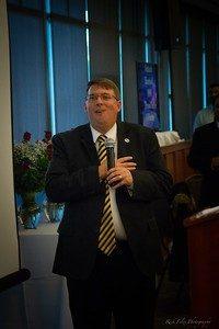 Mayor Sean Wright leading the pledge of allegiance